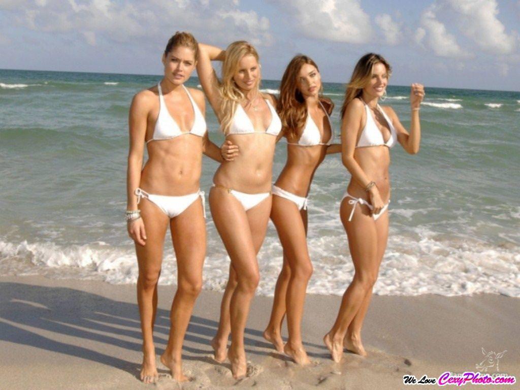 海外のビーチでナイスバディーを露するセクシービキニギャルwww 0117