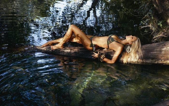 水辺にたたずむ外人美女たちのビキニwwww 0125 1