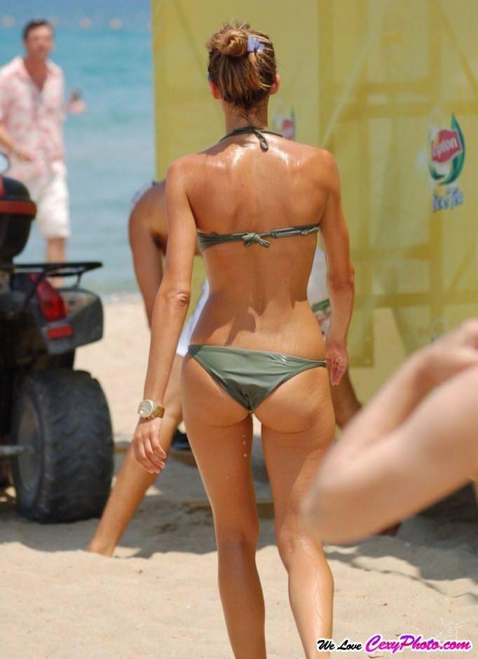 海外のビーチでナイスバディーを露するセクシービキニギャルwww 0132