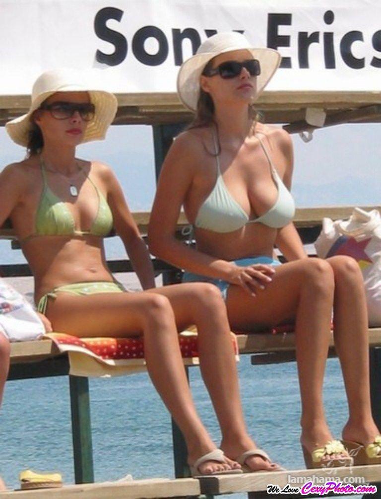 海外のビーチでナイスバディーを露するセクシービキニギャルwww 0134