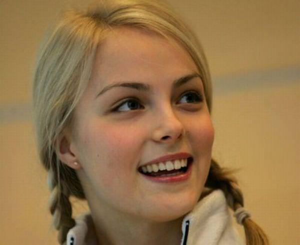フィンランドのフィギュアスケート選手キーラ・リンダ・カトリーナ・コルピが美人すぎて抜けるwwwww 0406