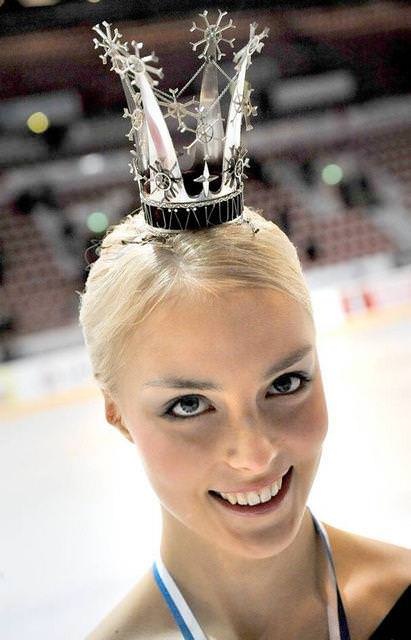 フィンランドのフィギュアスケート選手キーラ・リンダ・カトリーナ・コルピが美人すぎて抜けるwwwww 0415