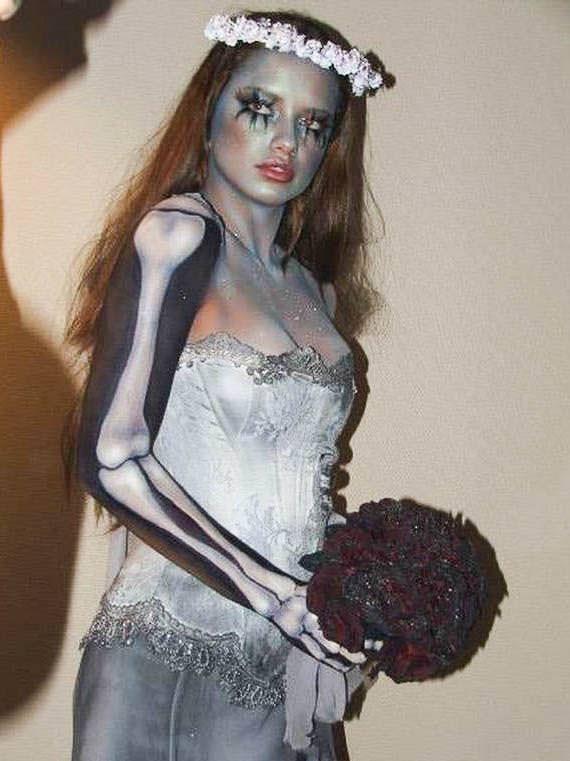 ハロウィンの衣装を身に纏いコスプレするスーパーモデルが美人すぎるwwww 0422
