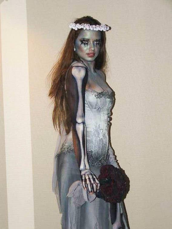 ハロウィンの衣装を身に纏いコスプレするスーパーモデルが美人すぎるwwww 0424