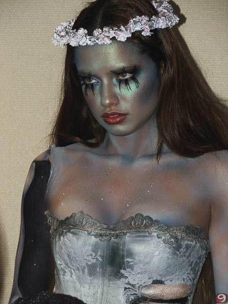 ハロウィンの衣装を身に纏いコスプレするスーパーモデルが美人すぎるwwww 0425