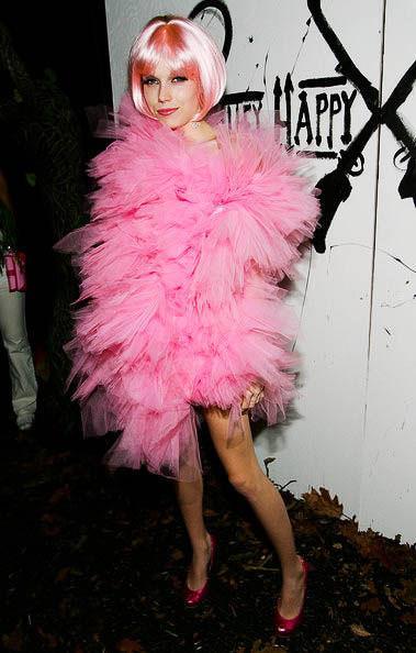 ハロウィンの衣装を身に纏いコスプレするスーパーモデルが美人すぎるwwww 0427