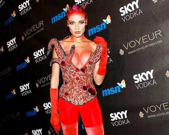 ハロウィンの衣装を身に纏いコスプレするスーパーモデルが美人すぎるwwww 0429