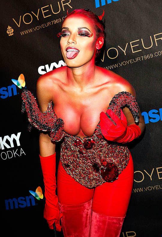 ハロウィンの衣装を身に纏いコスプレするスーパーモデルが美人すぎるwwww 0430