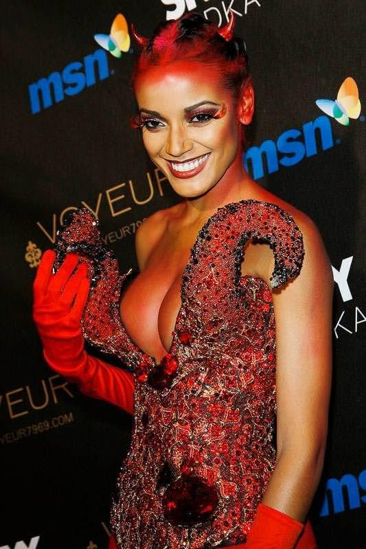 ハロウィンの衣装を身に纏いコスプレするスーパーモデルが美人すぎるwwww 0431