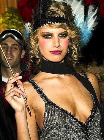 ハロウィンの衣装を身に纏いコスプレするスーパーモデルが美人すぎるwwww 0435