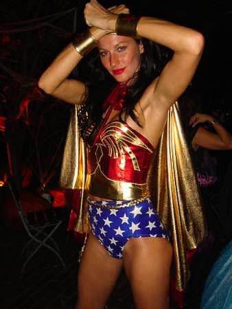 ハロウィンの衣装を身に纏いコスプレするスーパーモデルが美人すぎるwwww 0442
