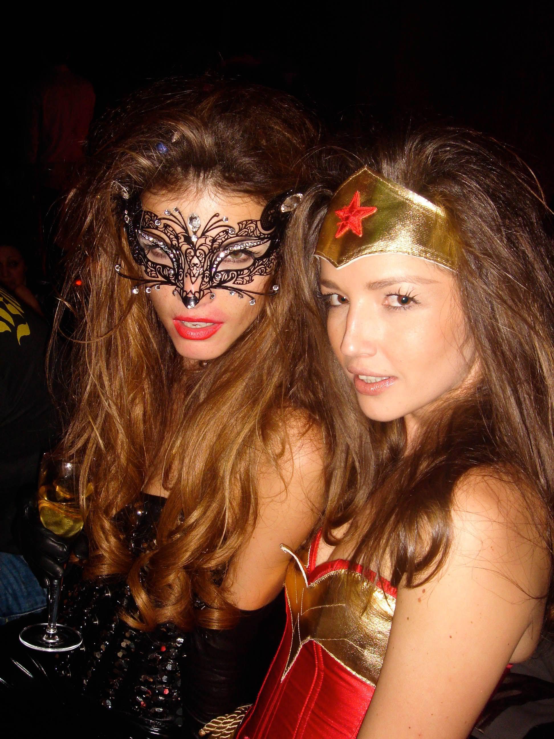ハロウィンの衣装を身に纏いコスプレするスーパーモデルが美人すぎるwwww 0443
