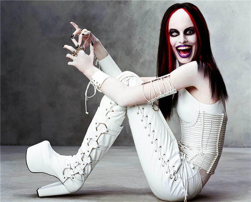 ハロウィンの衣装を身に纏いコスプレするスーパーモデルが美人すぎるwwww 0448