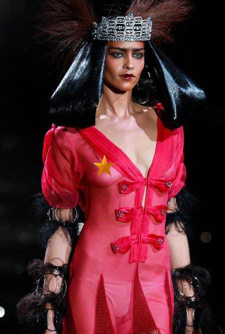 ハロウィンの衣装を身に纏いコスプレするスーパーモデルが美人すぎるwwww 0451