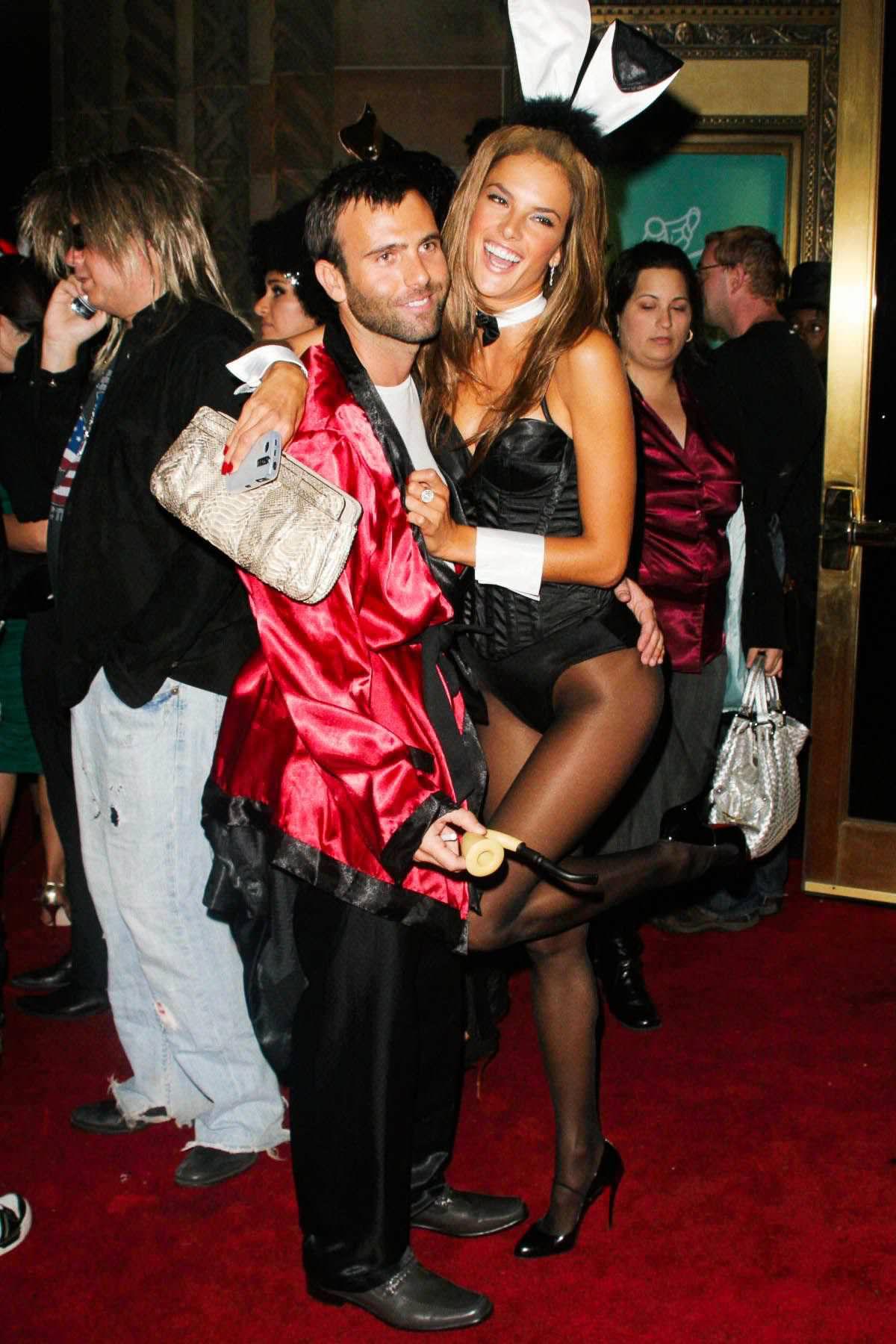 ハロウィンの衣装を身に纏いコスプレするスーパーモデルが美人すぎるwwww 0453