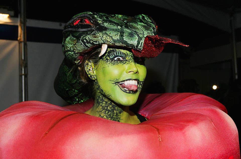 ハロウィンの衣装を身に纏いコスプレするスーパーモデルが美人すぎるwwww 0454