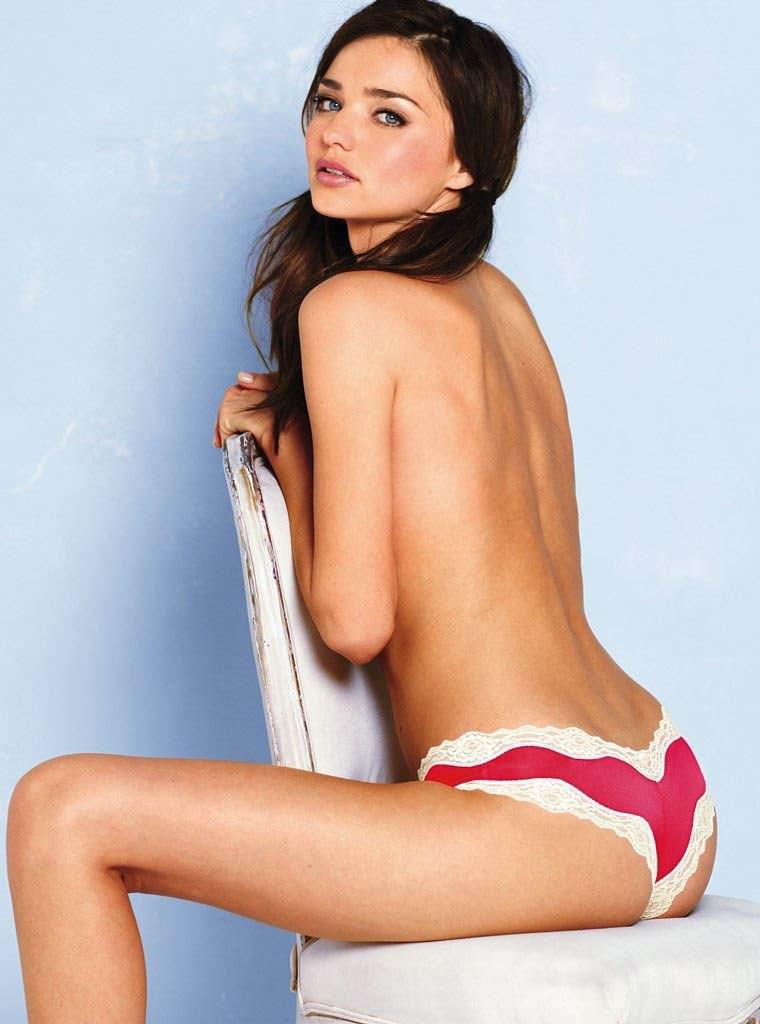 ミランダ・カーのノーブラ姿がぐうエロいパンツ一丁のポルノ画像 0811