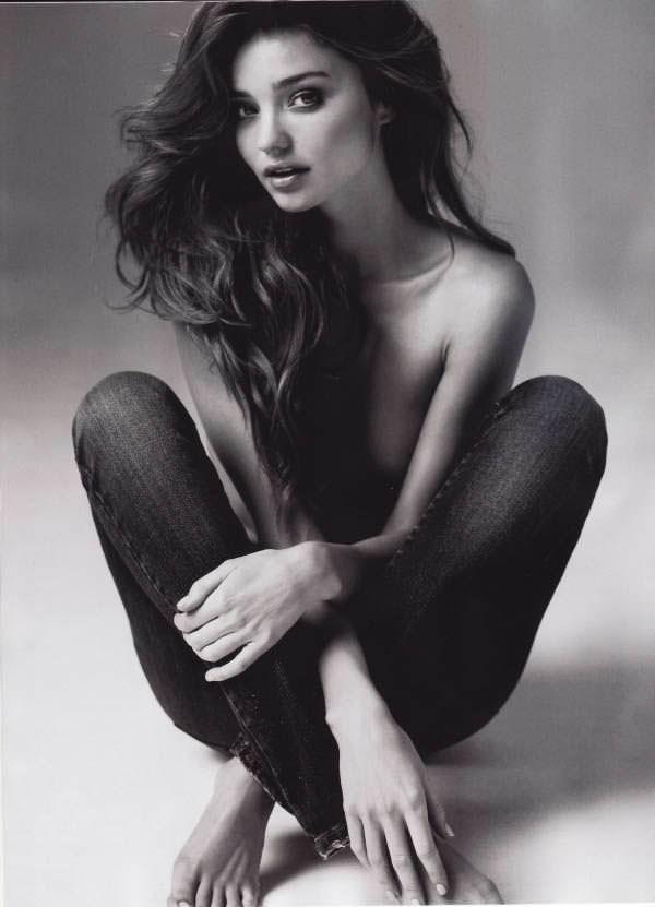 ミランダ・カーのノーブラ姿がぐうエロいパンツ一丁のポルノ画像 0816