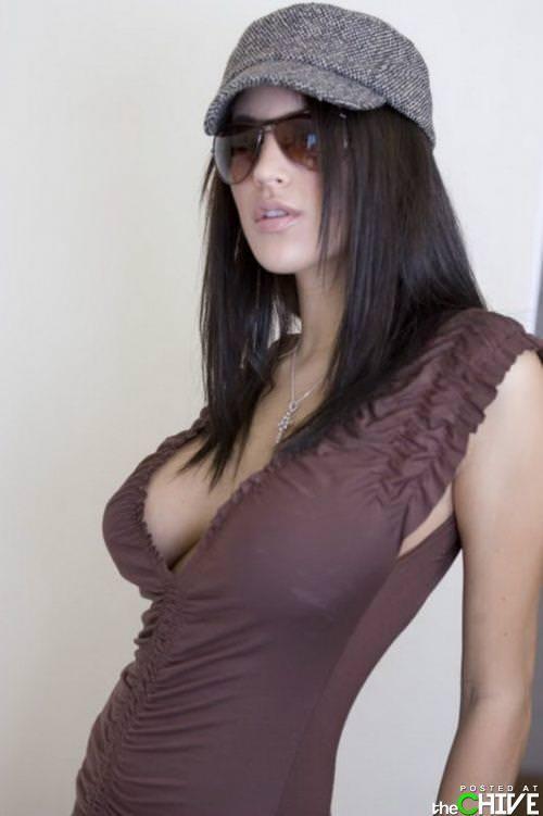 基本ノーブラがデフォの外人美女はいっつも乳首がもっこりしてる着衣おっぱいwww 1028