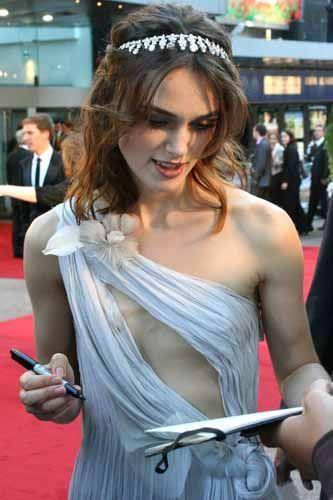 基本ノーブラがデフォの外人美女はいっつも乳首がもっこりしてる着衣おっぱいwww 1031
