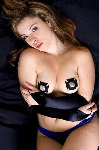 【海外の美女】乳首出すよりニップレスの方がエロくて好きなやつwwww 1105