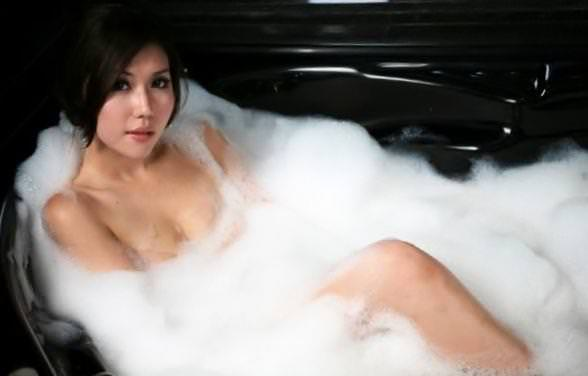 お風呂泡にまみれてエロいポーズする巨乳セクシーギャルwww 1310