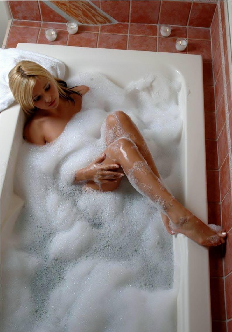 お風呂泡にまみれてエロいポーズする巨乳セクシーギャルwww 1330