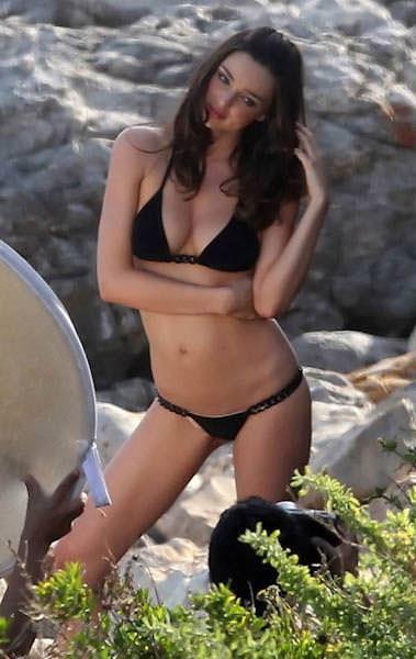 海辺のミランダ・カーのロリフェイスがめっちゃ可愛いビキニ姿www 1518