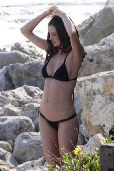 海辺のミランダ・カーのロリフェイスがめっちゃ可愛いビキニ姿www 1519