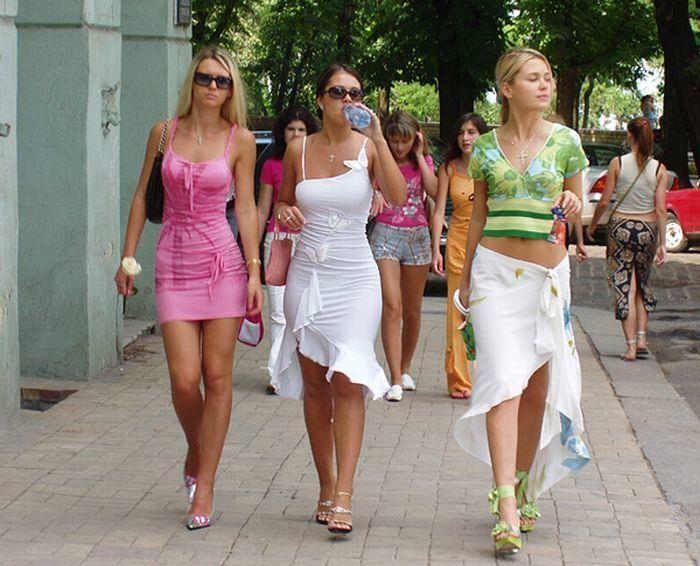 ぷるぷるのおっぱいに視線が行く街撮り外人素人www 1720