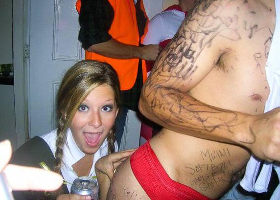 酒に酔っ払ったハイテンションな海外素人娘おふざけエロ画像wwww 2124