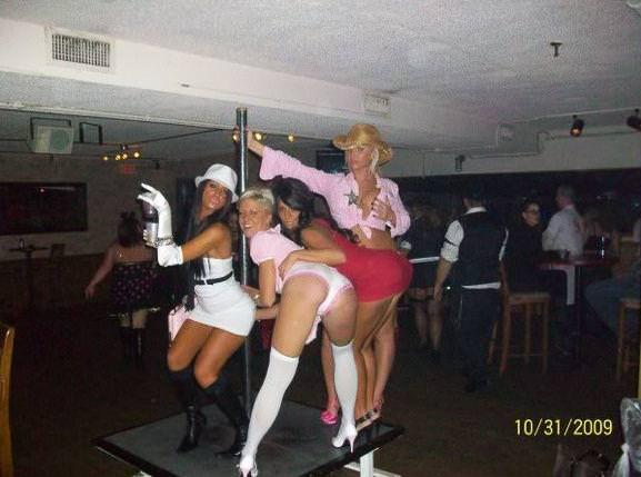 酒に酔っ払ったハイテンションな海外素人娘おふざけエロ画像wwww 2135
