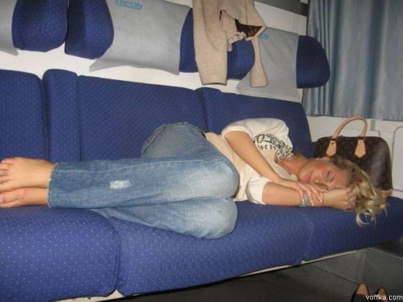 寝てる女の子って肉体の柔らかさが際立ってエロいからおかずになるwwwww 2843