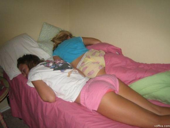 寝てる女の子って肉体の柔らかさが際立ってエロいからおかずになるwwwww 2848