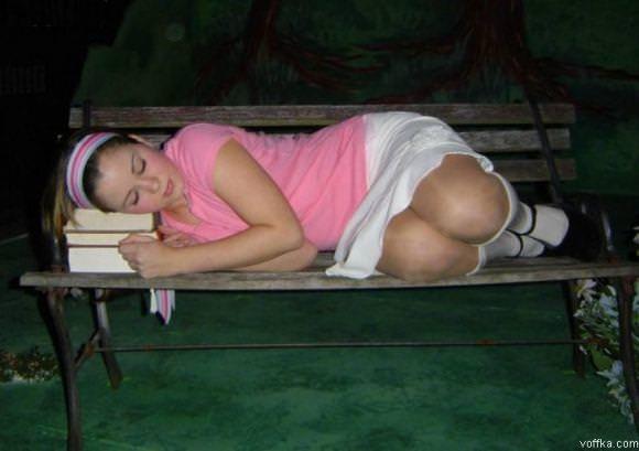 寝てる女の子って肉体の柔らかさが際立ってエロいからおかずになるwwwww 2861