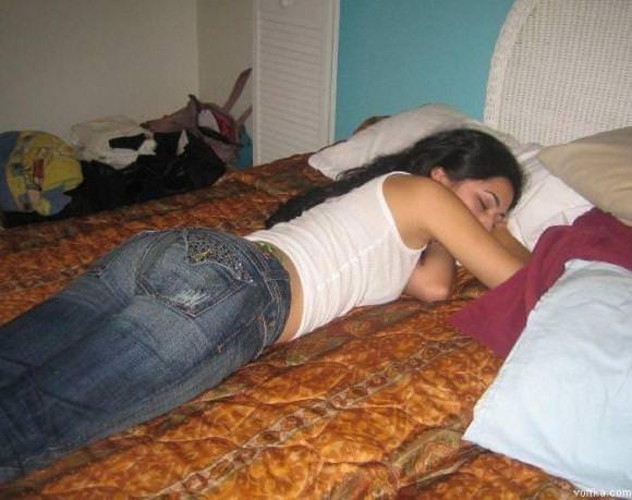 寝てる女の子って肉体の柔らかさが際立ってエロいからおかずになるwwwww 2867