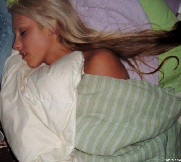 寝てる女の子って肉体の柔らかさが際立ってエロいからおかずになるwwwww 2869