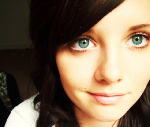 眼の色が宝石のように綺麗な色をしてる外人美人wwww 3003