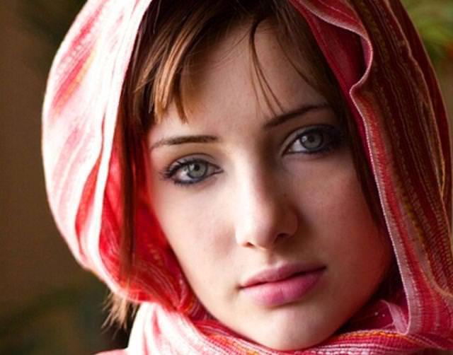 眼の色が宝石のように綺麗な色をしてる外人美人wwww 3012