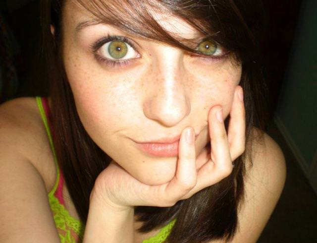 眼の色が宝石のように綺麗な色をしてる外人美人wwww 3022