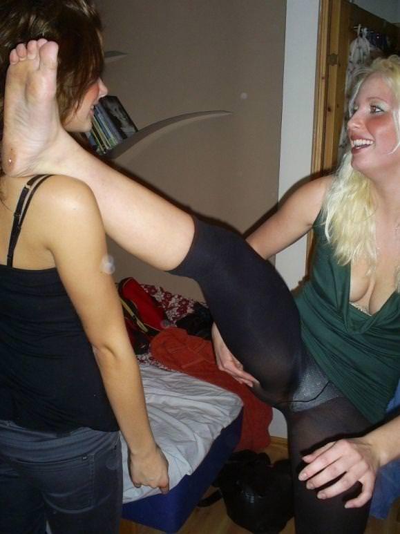 お酒に酔っ払ってレズったり乱れる素人娘たちのおふざけパーティーwwwwww 3049