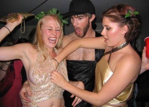 お酒に酔っ払ってレズったり乱れる素人娘たちのおふざけパーティーwwwwww 3055
