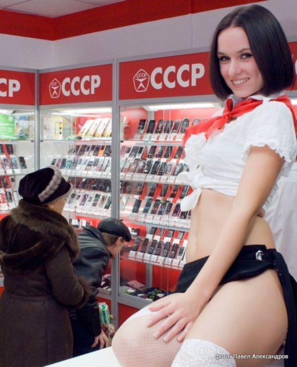 むっちりラインのセクシーな格好でお店番をする携帯ショップ店員wwww 3103