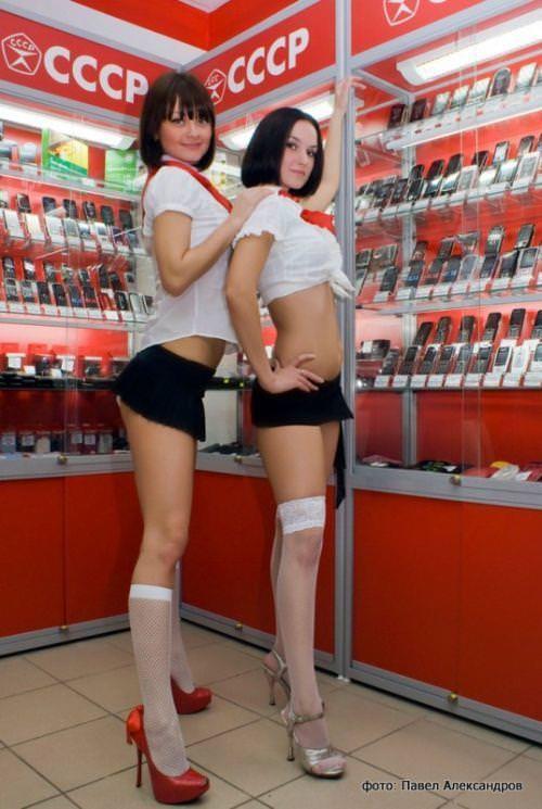 むっちりラインのセクシーな格好でお店番をする携帯ショップ店員wwww 3105