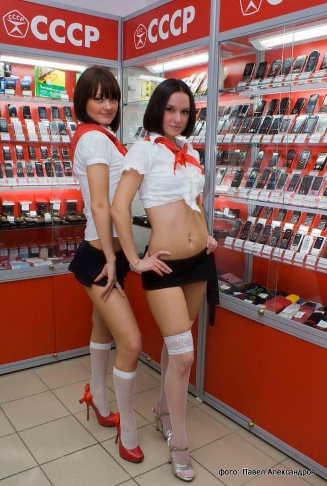 むっちりラインのセクシーな格好でお店番をする携帯ショップ店員wwww 3109