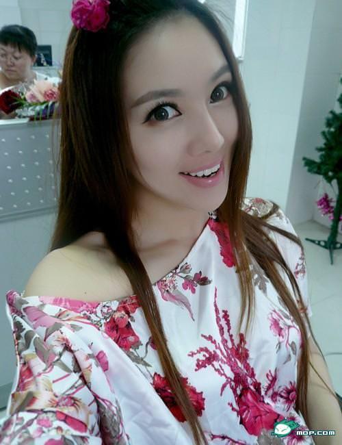 中国の美人すぎるギャル女教師・朱松花の自画撮りwwwww 0248