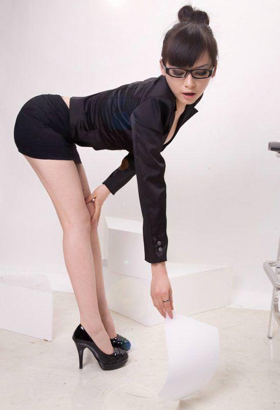メガネっ娘女子が好きなのは万国共通な海外美人www 0450