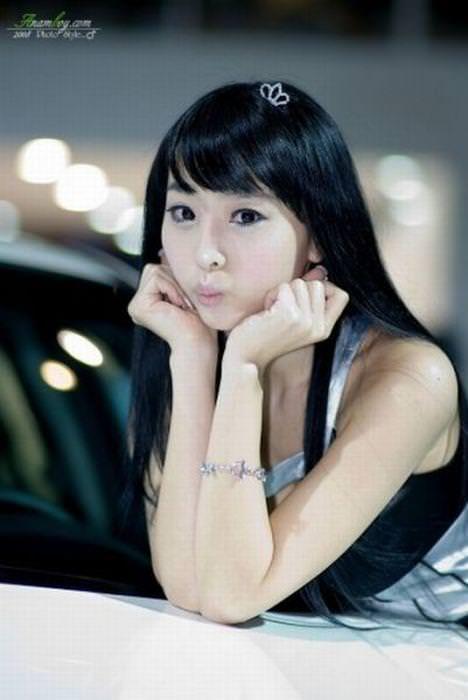 エロ可愛い決めポーズしてる韓国人キャンペーンガールwww 0809