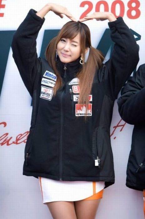 エロ可愛い決めポーズしてる韓国人キャンペーンガールwww 0812