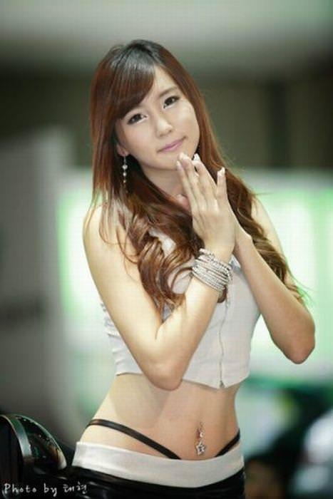 エロ可愛い決めポーズしてる韓国人キャンペーンガールwww 0818
